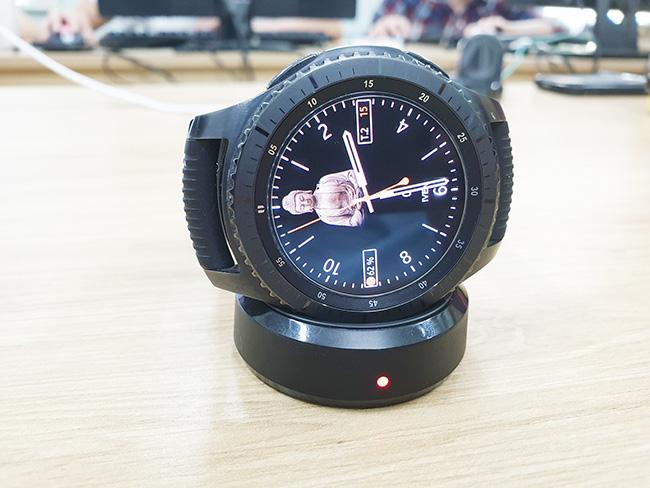 đế sạc không dây Gear S3