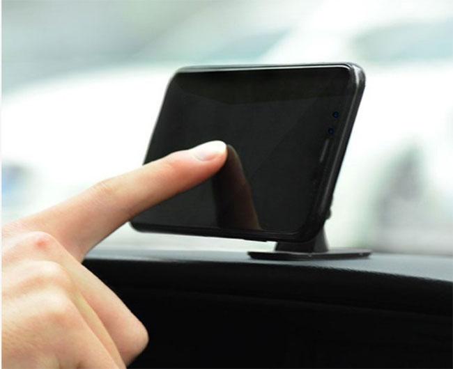 giá đỡ điện thoại trên ô tô hoco ca24
