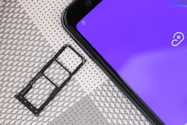 khay sim và thẻ nhớ Galaxy A7 2018