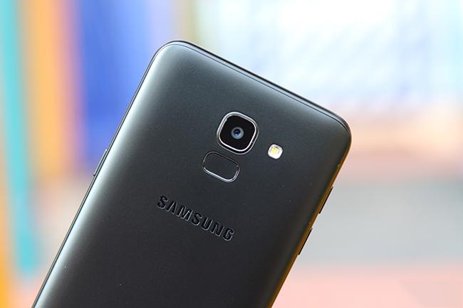 Kính camera sau Galaxy J6 2018 chính hãn6