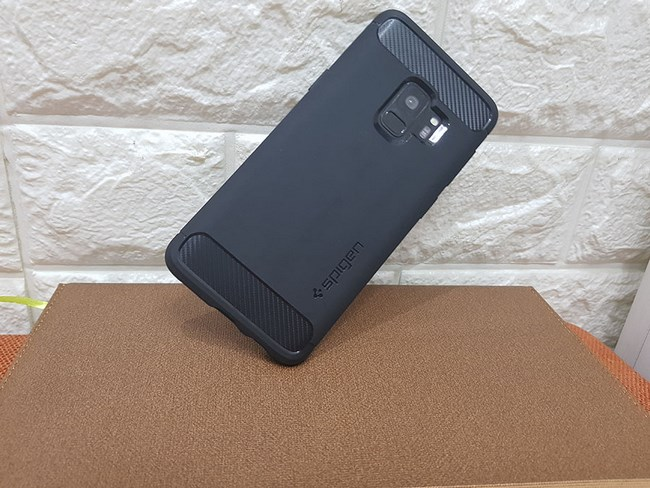 Ốp lưng Samsung S9 Spigen Rugged Armor