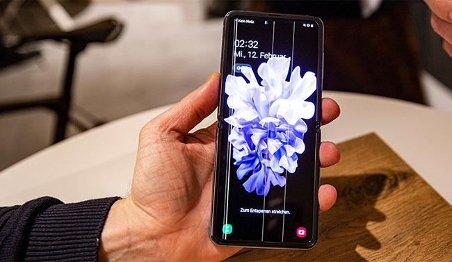 thay màn hình Galaxy Z Fold 2, Z Flip