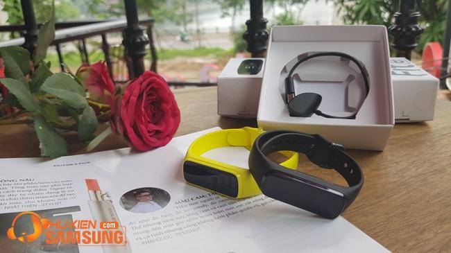 vòng đeo tay thông minh Samsung Galaxy Fit e