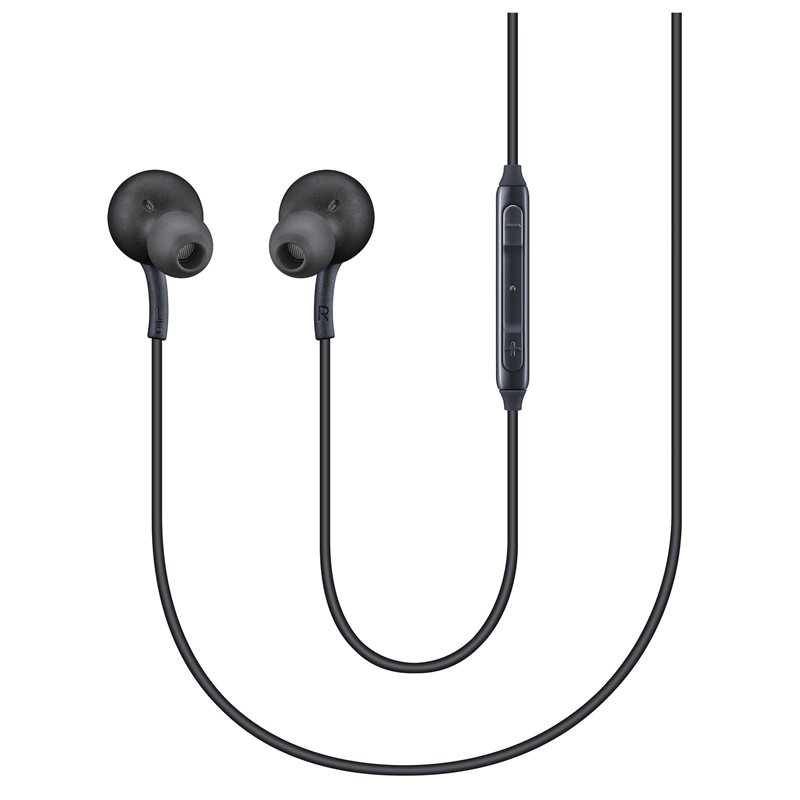 Hai dây nối tín hiệu ra hai củ tai nghe AKG được làm từ nhựa bóng