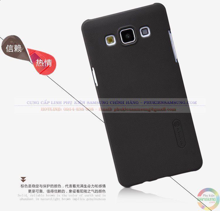 Ốp lưng Samsung A5 Nillkin thiết kế vân sần tăng độ nhám, giúp cầm chắc tay hơn trong quá trình sử dụng